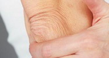 Сухие локти — смягчение и отбеливание
