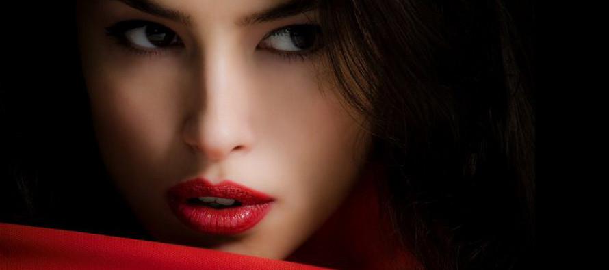Макияж с красной помадой — смелость и очарование