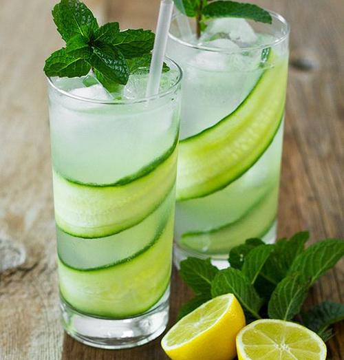 напиток из лимона,огурца и мяты