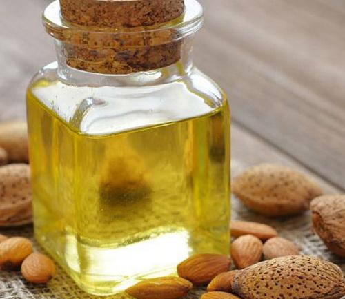масло миндаля для улучшения запаха волос