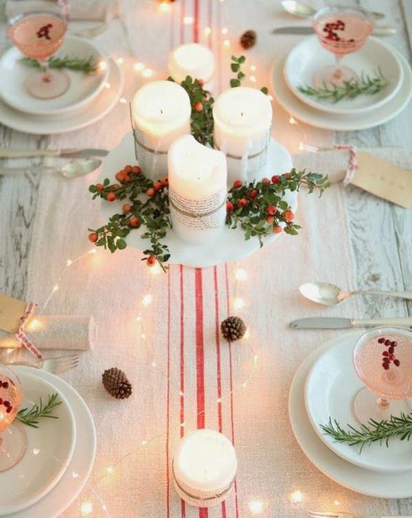 Новогодний стол с белыми свечами