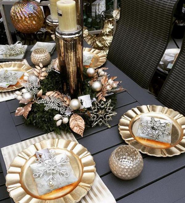 Новогодний стол с оттенками металла