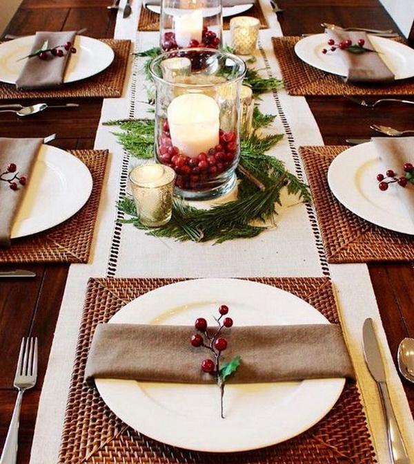 Новогодний-стол-с-веточками-ягод