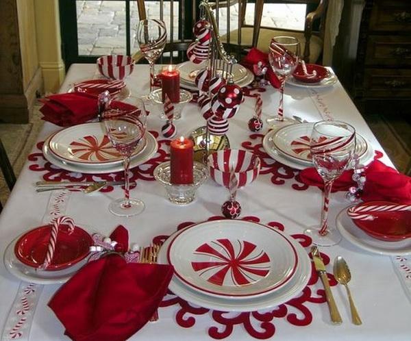 Новогодний стол в красно-белом варианте