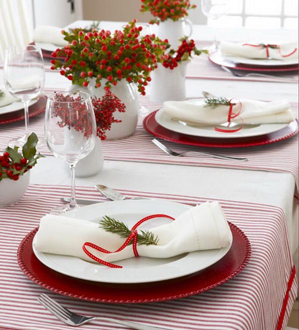 Новогодний стол в красном цвете