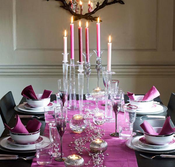 Новогодний стол в сиреневом цвете