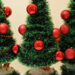 Новогодняя маленькая елка.  20 интересных идей с фото