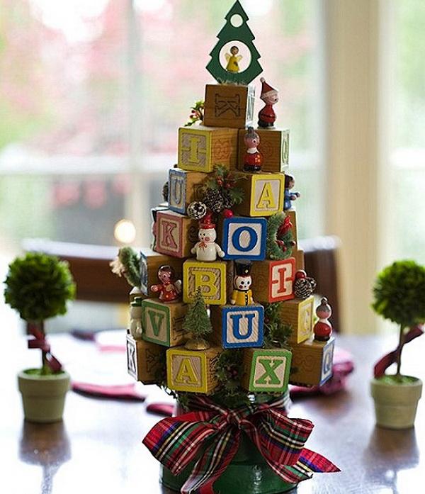маленькая елка с кубиками