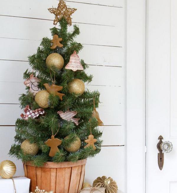 маленькая елка со сладостями