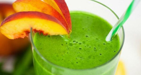 Зеленый сок с персиком